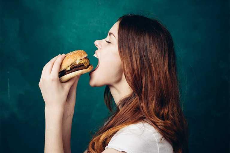 العناية بالشعر الدهني والاطعمة الصحية