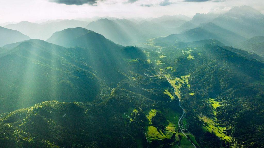 خلفيات طبيعية خضره وجبال