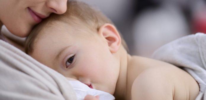 أفكار لتسلية نفسك وقت الرضاعة